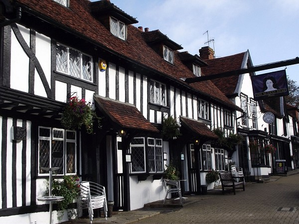 A cracking Christmas at The Queen's Head in Pinner