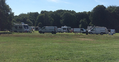 Travellers set up camp on Chipperfield Common